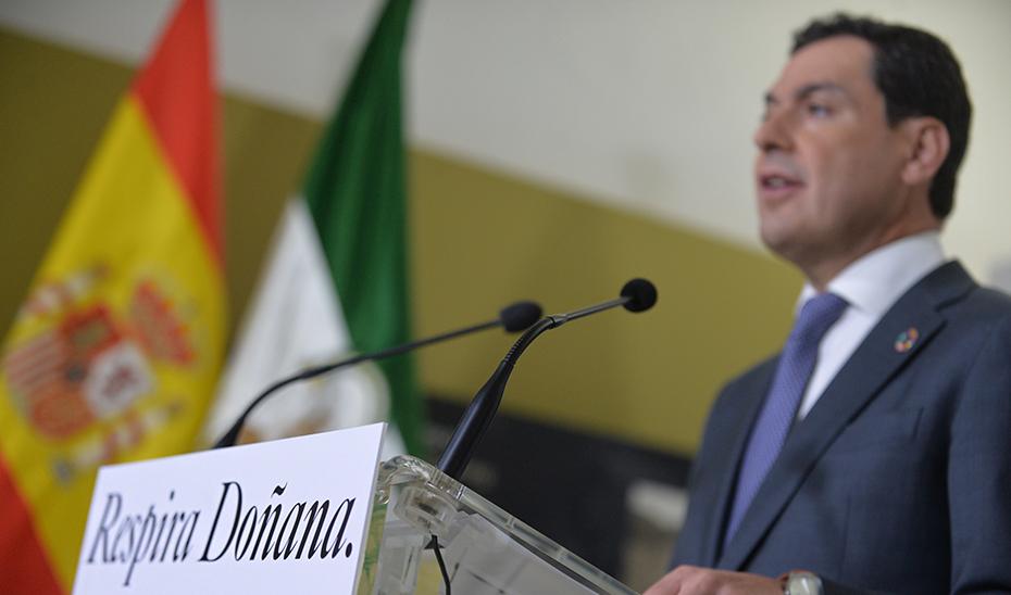 El presidente Juanma Moreno durante su comparecencia en el Palacio del Acebrón.