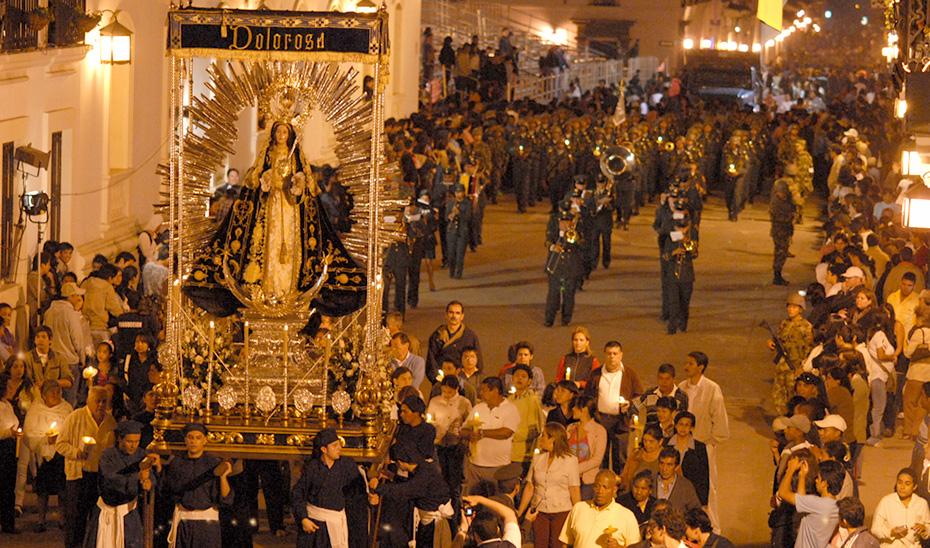 Una procesión en Popayán, tradición inspirada en la Semana Santa andaluza (Foto: Unesco).