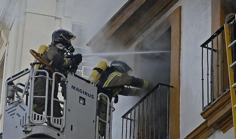 Fallece un menor de 3 años y una mujer resulta herida grave en el incendio de una vivienda en El Puerto de Santa María