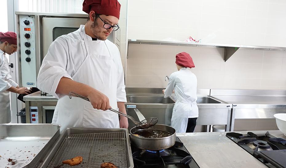 Cocina es una de las cualificaciones que se pueden acreditar en este proceso, que cuenta con una oferta de 6.000 plazas en total.