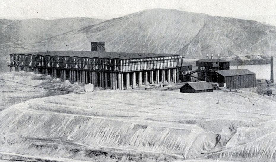 Fábrica de ácido sulfúrico de Riotinto. Publicada hacia 1912 en el Portfolio Fotográfico de España.