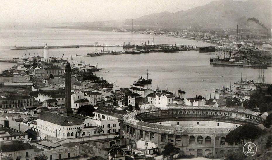 Tarjeta postal de Málaga en papel fotográfico publicada por Ediciones Unique en torno a 1930.
