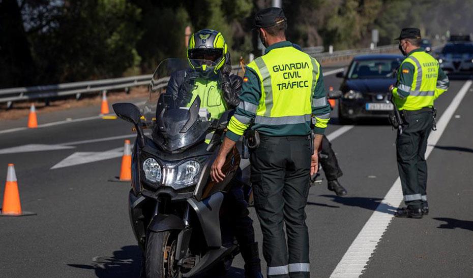 Un motorista fallece al sufrir una caída en Almuñécar (Granada)