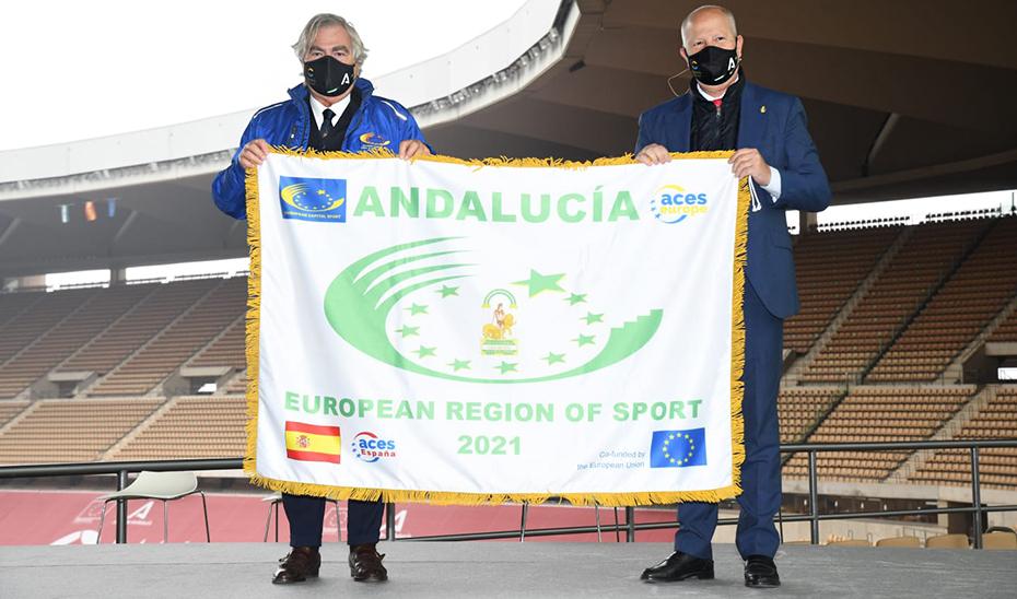 Javier Imbroda y Francesco Lupattelli, durante el acto de entrega de bandera a Andalucía.