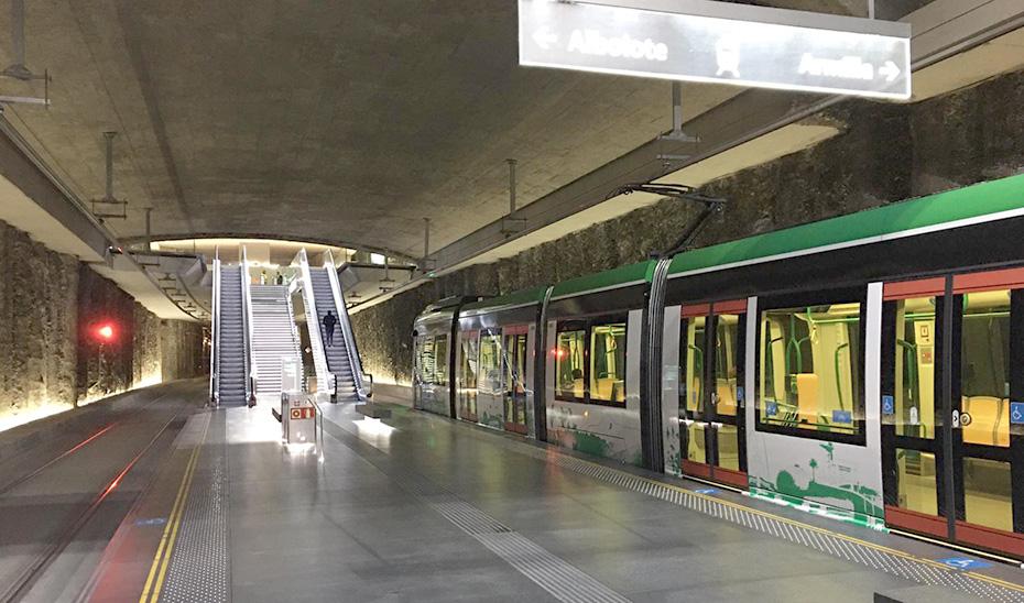 Estación vacía del metro de Granada.