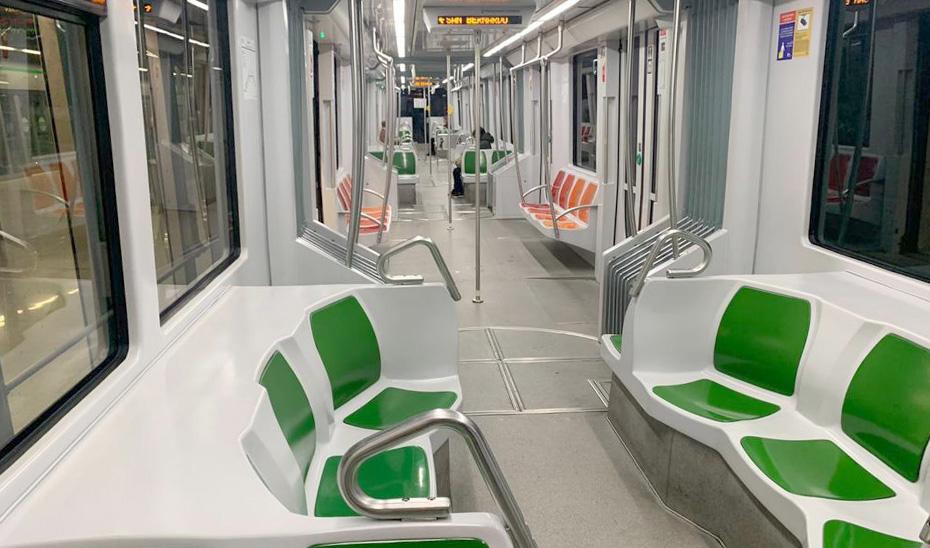 Interior de un vagón del metro de Sevilla.