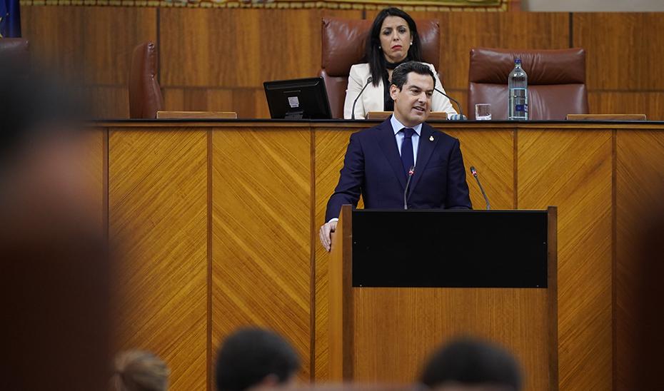 Juanma Moreno durante su intervención en el Parlamento.