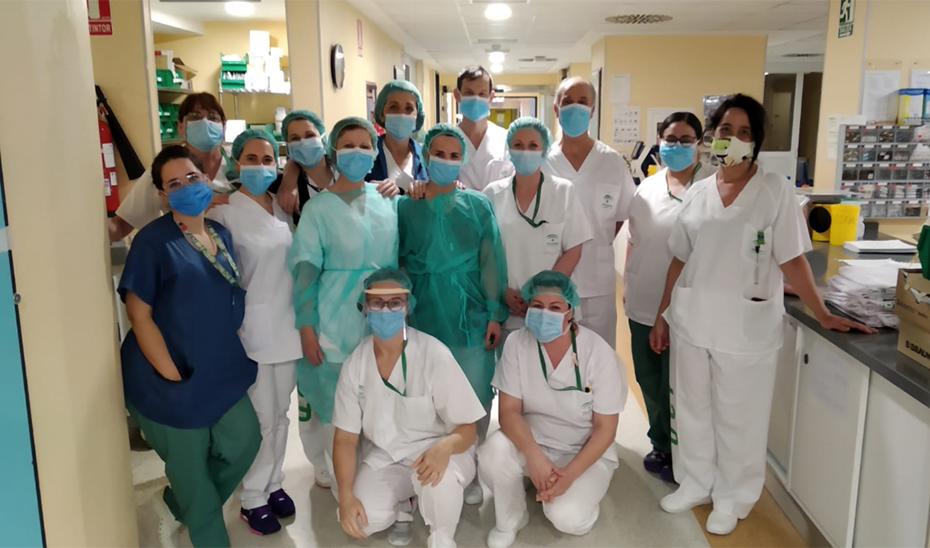 Profesionales del Hospital Virgen de las Nieves, centro que ha acogido el segundo ensayo.