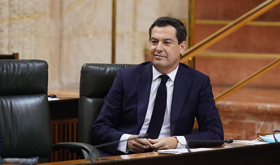 El presidente atiende las preguntas de la oposición durante el pleno.