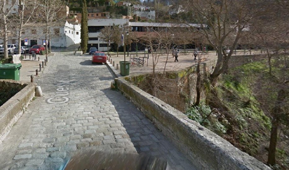 Puente en el Paseo de los Tristes de Granada.