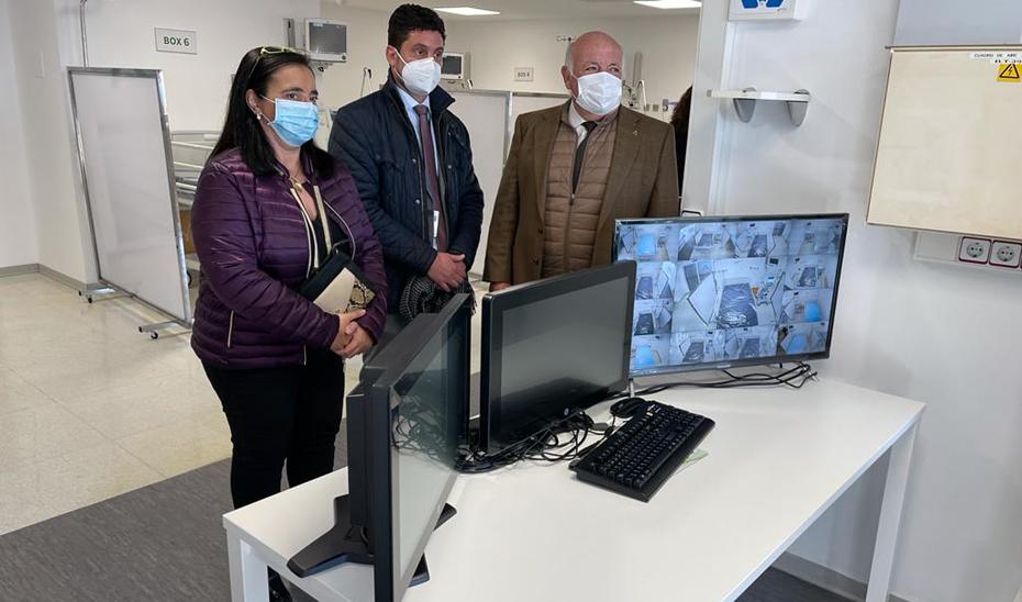 El consejero de Salud y Familias, Jesús Aguirre, durante la inauguración de la nueva Unidad de Cuidados Intensivos del Centro Sanitario Provincial Doctor Olóriz, dependiente del Hospital Universitario Virgen de las Nieves de Granada.