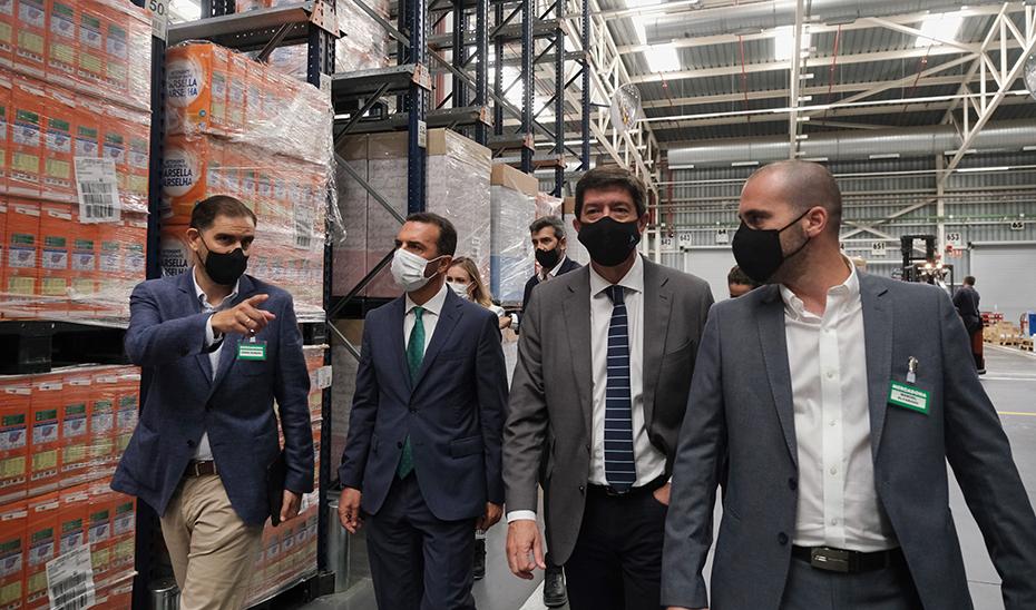 Juan Marín visita el centro logístico de Mercadona