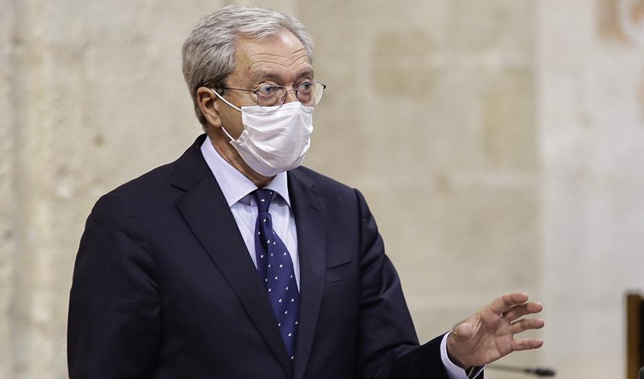 El consejero de Transformación Económica, en una imagen de archivo, en el Pleno del Parlamento.