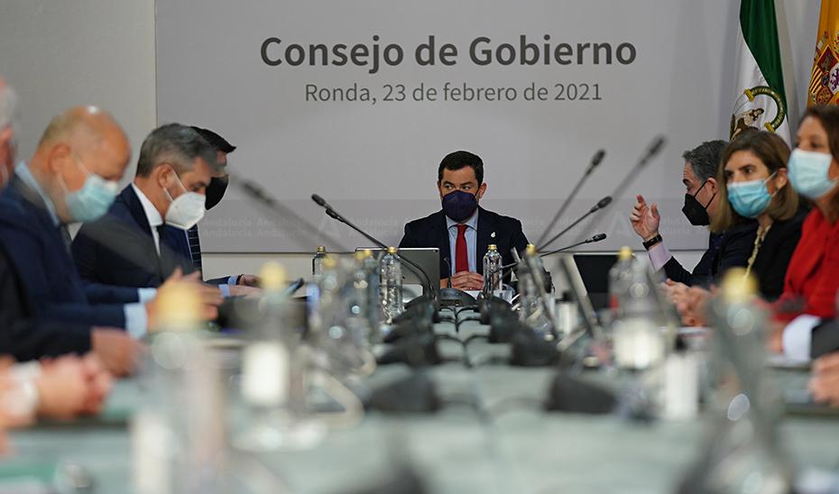 El presidente de la Junta presidió la reunión del Consejo de Gobierno celebrada en el Ayuntamiento de Ronda.