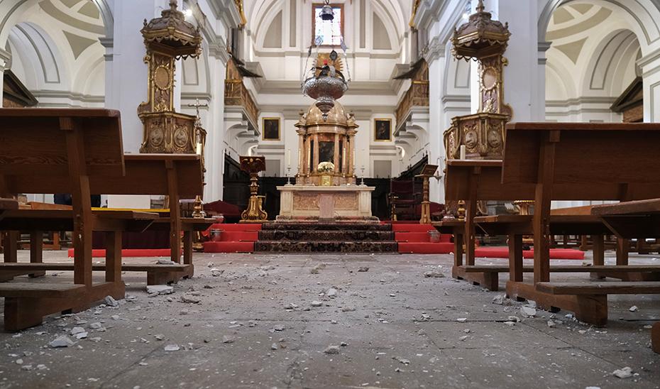 Daños en el interior de una iglesia de Santa Fe a causa de los recientes terremotos sufridos en la provincia de Granada.