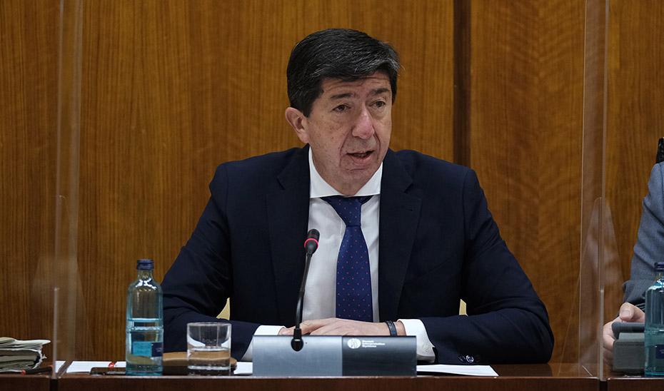 El vicepresidente y consejero Juan Marín este jueves en el Parlamento durante su intervención en la Comisión.
