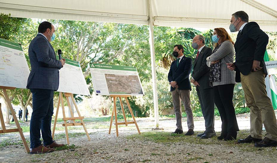 Moreno, el alcalde de Málaga y los consejeros Elías Bendodo y Carmen Crespo conociendo el proyecto.