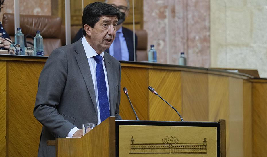 El vicepresidente de la Junta, en un momento de un intervención ante el Pleno del Parlamento.