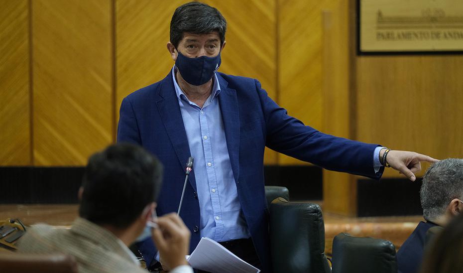 El vicepresidente de la Junta, Juan Marín, en un momento de su intervención ante el pleno.