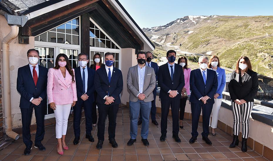 Los responsables de Turismo de Andalucía en el acto celebrado en Sierra Nevada.