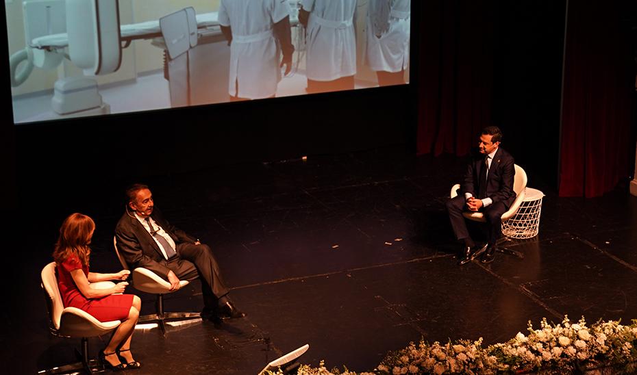 Juanma Moreno ha valorado la trayectoria empresarial de Manzanares durante el acto.