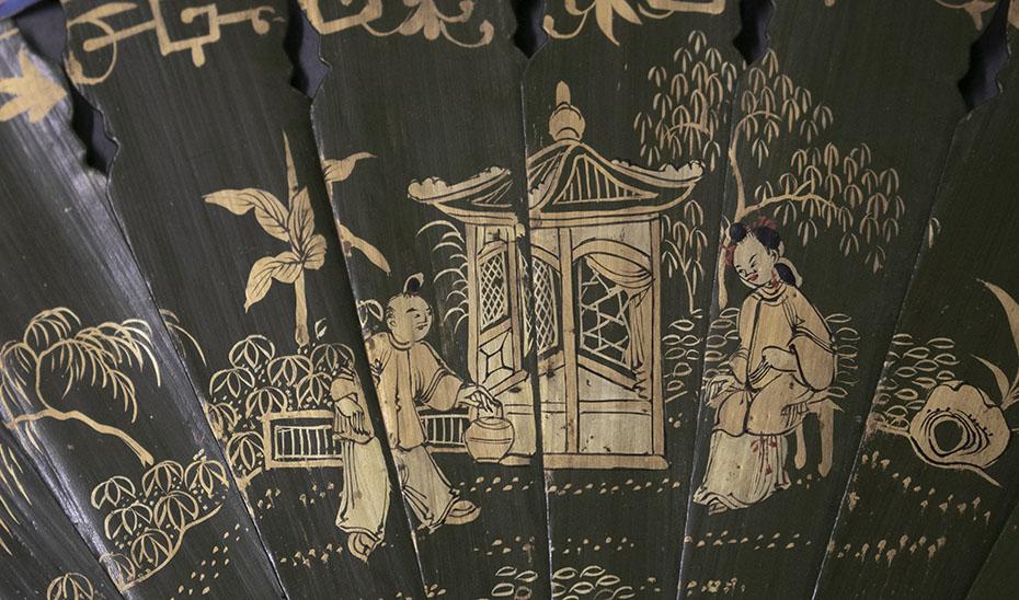 Varillaje de uno de estos ejemplares, lacado en negro y decorado en dorado y con detalles en rojo. (Foto: archivo del Museo de Artes y Costumbres Populares de Sevilla)