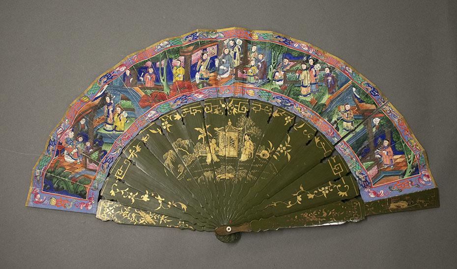 La profusión de detalles en el país es uno de los rasgos más característicos de los abanicos de las mil caras. (Foto: archivo del Museo de Artes y Costumbres Populares de Sevilla)
