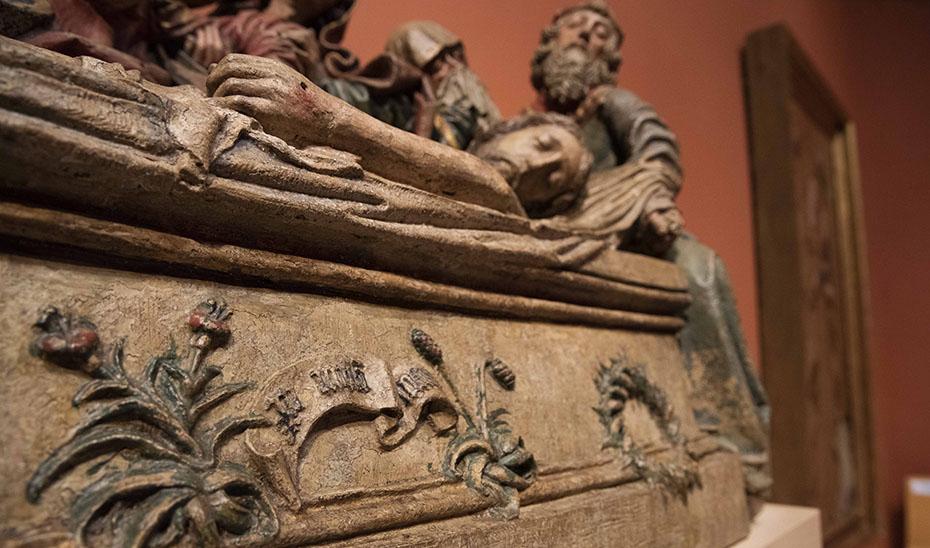 En el frontal del Llanto sobre Cristo Muerto aparece la rúbrica de Pedro Millán abreviada, entre flores de cardo: 'Pero Millan Magi'.