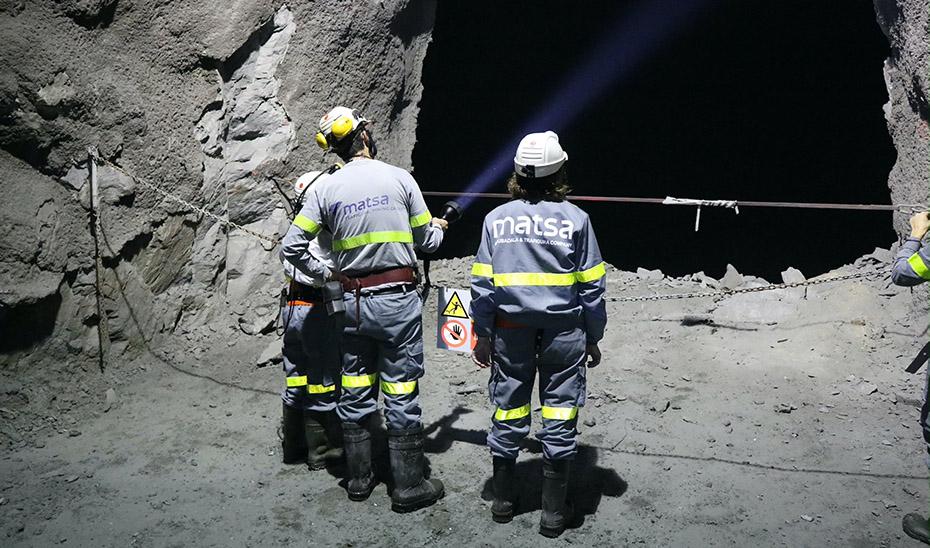 Mineros de la compañía Minas de Aguas Teñidas (Matsa) en el interior de una galería.
