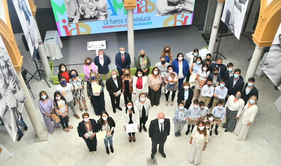 El consejero Jesús Aguirre preside el acto de entrega de la I Edición de Premios a las Familias Andaluzas 2021.