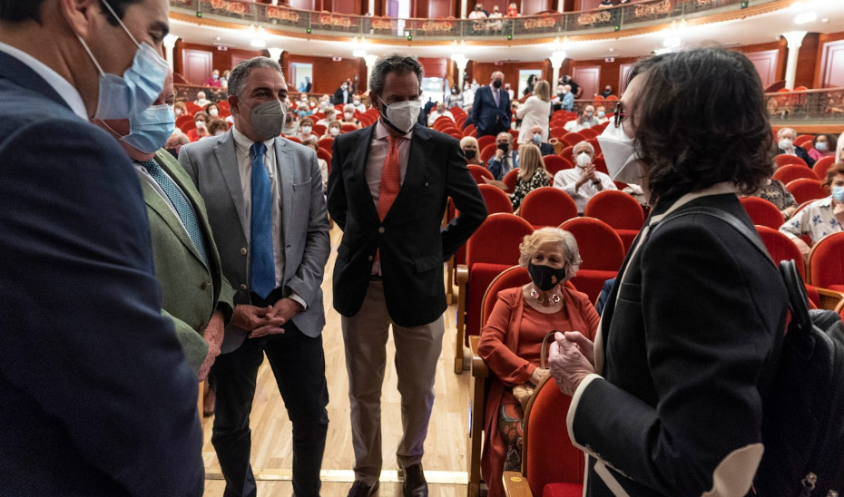 Elías Bendodo asiste al acto de concesión del título de Hijo Adoptivo de Córdoba a Jesús Anguita cuando se cumple un año desde su muerte.