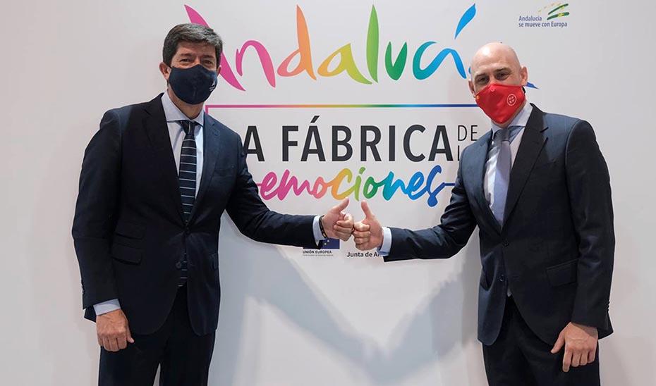 El consejero de Turismo, Juan Marín, y el presidente de la RFEF, Luis Rubiales, en Fitur.