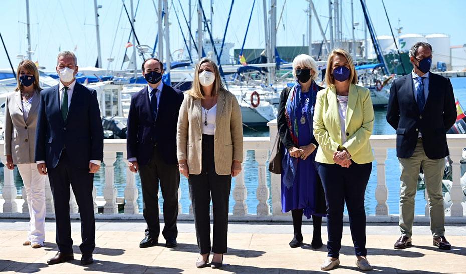 La consejera de Fomento, Marifrán Carazo, junto a los responsables de autoridades portuarias.