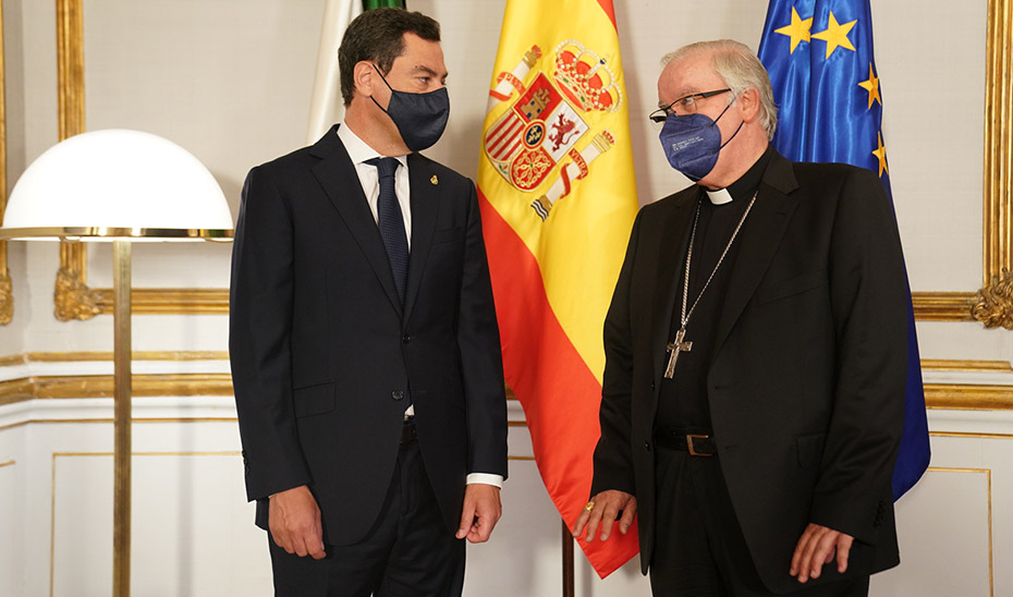 Moreno recibe al nuevo arzobispo de Sevilla, José Ángel Saiz Meneses