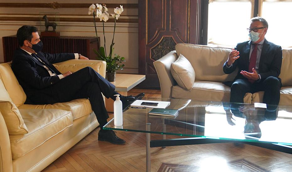 Reunión del presidente con Manuel Gavira, portavoz de Vox en la Cámara autonómica.