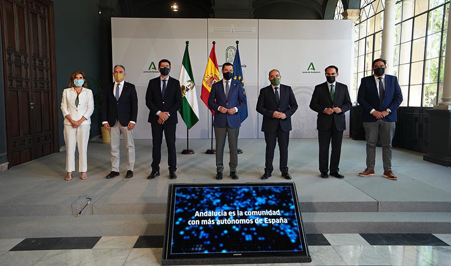 Moreno destaca que las políticas de apoyo a los autónomos han llevado a Andalucía a liderar el emprendimiento en España