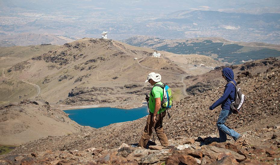 El verano de Sierra Nevada ofrece la oportunidad de hacer senderismo en un terreno de alta montaña único.