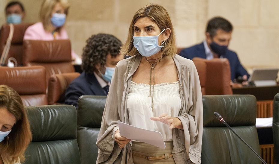 La consejera de Empleo, Formación y Trabajo Autónomo, Rocío Blanco, responde a las preguntas de la oposición.