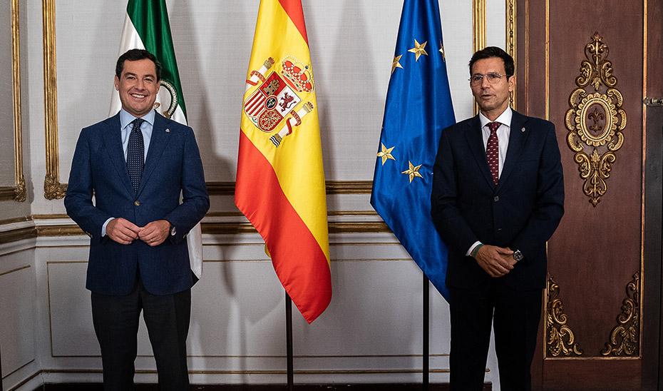 Juanma Moreno recibe al alcalde de Granada en San Telmo