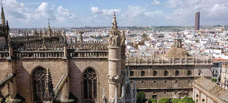 Vista panorámica de la catedral de Sevilla